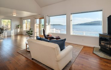 Anacortes: For Sale – Beach Front